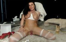 Nasty cougar in messy masturbation webcam show